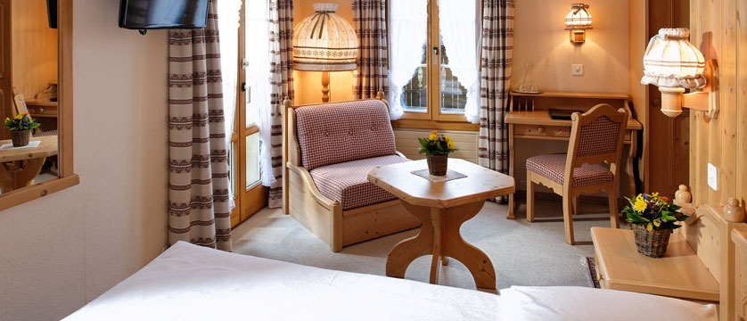Switzerland_Wengen_Hotel-Alpenrose_Bedroom.jpg